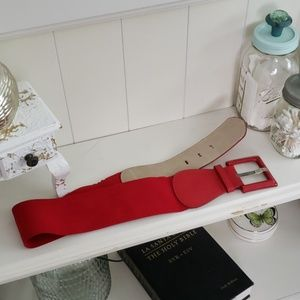 Red elastic belt w faux leather and square clasp